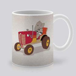Сутрешната чаша кафе или чай става още по-приятна, с дизайнерската ни керамична чаша с щампа Червен трактор.
