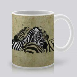 Сутрешната чаша кафе или чай става още по-приятна, с дизайнерската ни керамична чаша с щампа Двойка зебри.