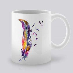 Сутрешната чаша кафе или чай става още по-приятна, с дизайнерската ни керамична чаша с щампа Многоцветно перо.