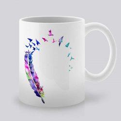 Сутрешната чаша кафе или чай става още по-приятна, с дизайнерската ни керамична чаша с щампа Перо от птица.