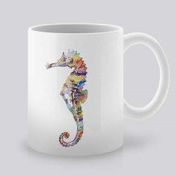 Сутрешната чаша кафе или чай става още по-приятна, с дизайнерската ни керамична чаша с щампа Шарено морско конче.