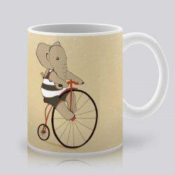 Сутрешната чаша кафе или чай става още по-приятна, с дизайнерската ни керамична чаша с щампа Слон на колело.