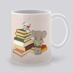 Сутрешната чаша кафе или чай става още по-приятна, с дизайнерската ни керамична чаша с щампа Време за книги.