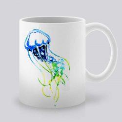 Сутрешната чаша кафе или чай става още по-приятна, с дизайнерската ни керамична чаша с щампа Жълта медуза.