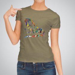 Дамска тениска Игуана е изработена от висококачествен памук и последно поколение технология на печат. Ярки цветове и прецизен детайл – сякаш някой е рисувал с четка и бои върху плата.