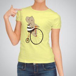 Дамска тениска Слон на колело е изработена от висококачествен памук и последно поколение технология на печат. Ярки цветове и прецизен детайл – сякаш някой е рисувал с четка и бои върху плата.