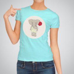 Дамска тениска Весело слонче е изработена от висококачествен памук и последно поколение технология на печат. Ярки цветове и прецизен детайл – сякаш някой е рисувал с четка и бои върху плата.