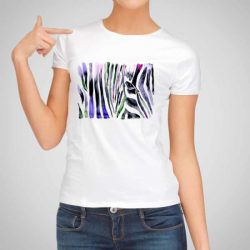 Дамска тениска Зебра е изработена от висококачествен памук и последно поколение технология на печат. Ярки цветове и прецизен детайл – сякаш някой е рисувал с четка и бои върху плата.