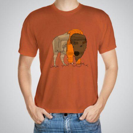 Мъжка тениска Бизон e изработена от висококачествен памук с ярки цветове и прецизен детайл – сякаш някой е рисувал с четка и бои върху плата.