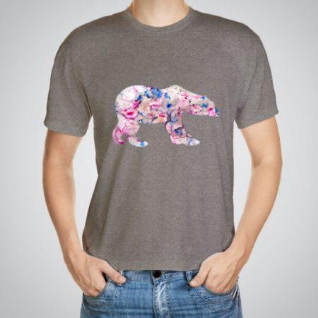 Мъжка тениска Розова мечка e изработена от висококачествен памук с ярки цветове и прецизен детайл – сякаш някой е рисувал с четка и бои върху плата.