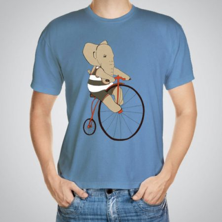 Мъжка тениска Слон на колело e изработена от висококачествен памук с ярки цветове и прецизен детайл – сякаш някой е рисувал с четка и бои върху плата.