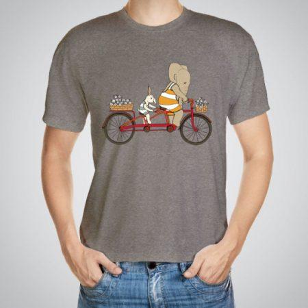 Мъжка тениска Тандем e изработена от висококачествен памук с ярки цветове и прецизен детайл – сякаш някой е рисувал с четка и бои върху плата.