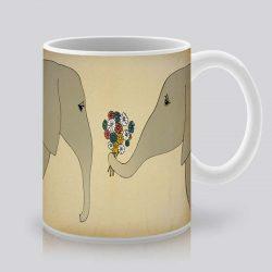 Сутрешната чаша кафе или чай става още по-приятна, с дизайнерската ни керамична чаша с щампа Букет цветя.