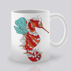 Сутрешната чаша кафе или чай става още по-приятна, с дизайнерската ни керамична чаша с щампа Червено морско конче.