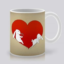 Сутрешната чаша кафе или чай става още по-приятна, с дизайнерската ни керамична чаша с щампа Червено сърце.