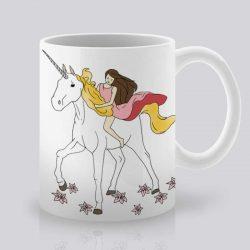 Сутрешната чаша кафе или чай става още по-приятна, с дизайнерската ни керамична чаша с щампа Еднорог.