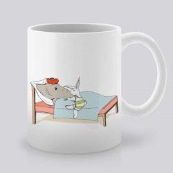 Сутрешната чаша кафе или чай става още по-приятна, с дизайнерската ни керамична чаша с щампа Грижовен заек.