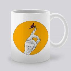 Сутрешната чаша кафе или чай става още по-приятна, с дизайнерската ни керамична чаша с щампа Кацнала пеперуда.