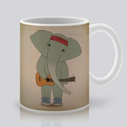 Сутрешната чаша кафе или чай става още по-приятна, с дизайнерската ни керамична чаша с щампа Китарист.