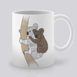 Сутрешната чаша кафе или чай става още по-приятна, с дизайнерската ни керамична чаша с щампа Коали.