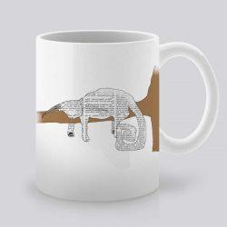 Сутрешната чаша кафе или чай става още по-приятна, с дизайнерската ни керамична чаша с щампа Котка на дърво.