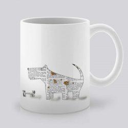 Сутрешната чаша кафе или чай става още по-приятна, с дизайнерската ни керамична чаша с щампа Куче с кокал.