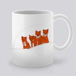 Сутрешната чаша кафе или чай става още по-приятна, с дизайнерската ни керамична чаша с щампа Лисици.