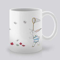 Сутрешната чаша кафе или чай става още по-приятна, с дизайнерската ни керамична чаша с щампа Лов на пеперуди.