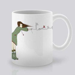 Сутрешната чаша кафе или чай става още по-приятна, с дизайнерската ни керамична чаша с щампа Любов във въздуха.
