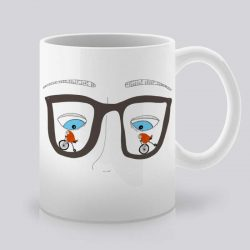 Сутрешната чаша кафе или чай става още по-приятна, с дизайнерската ни керамична чаша с щампа Очила.