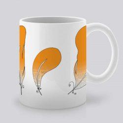 Сутрешната чаша кафе или чай става още по-приятна, с дизайнерската ни керамична чаша с щампа Оранжеви пера.