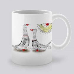 Сутрешната чаша кафе или чай става още по-приятна, с дизайнерската ни керамична чаша с щампа Патешка походка.