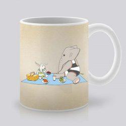 Сутрешната чаша кафе или чай става още по-приятна, с дизайнерската ни керамична чаша с щампа Пикник.