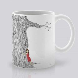 Сутрешната чаша кафе или чай става още по-приятна, с дизайнерската ни керамична чаша с щампа Прегръдката.