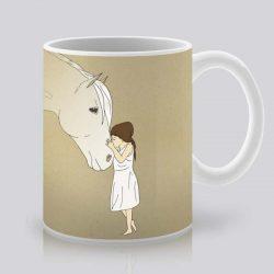 Сутрешната чаша кафе или чай става още по-приятна, с дизайнерската ни керамична чаша с щампа Приятелска целувка.