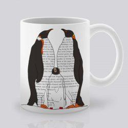 Сутрешната чаша кафе или чай става още по-приятна, с дизайнерската ни керамична чаша с щампа Семейство пингвини.