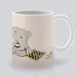 Сутрешната чаша кафе или чай става още по-приятна, с дизайнерската ни керамична чаша с щампа Шах.