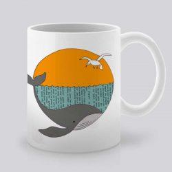 Сутрешната чаша кафе или чай става още по-приятна, с дизайнерската ни керамична чаша с щампа Синьо лято.