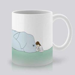 Сутрешната чаша кафе или чай става още по-приятна, с дизайнерската ни керамична чаша с щампа Слон и момиче.