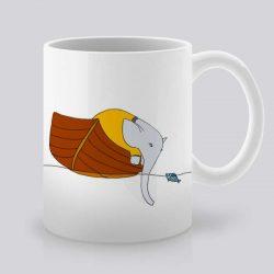Сутрешната чаша кафе или чай става още по-приятна, с дизайнерската ни керамична чаша с щампа Слон в лодка.