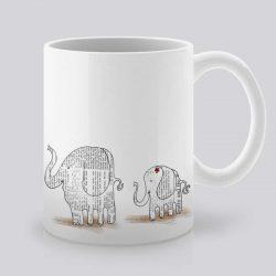 Сутрешната чаша кафе или чай става още по-приятна, с дизайнерската ни керамична чаша с щампа Слончета приятели.