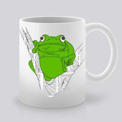 Сутрешната чаша кафе или чай става още по-приятна, с дизайнерската ни керамична чаша с щампа Зелена жаба.