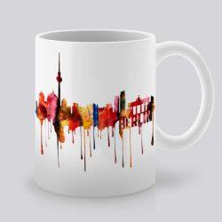 Сутрешната чаша кафе или чай става още по-приятна, с дизайнерската ни керамична чаша с щампа Гледка от Берлин.