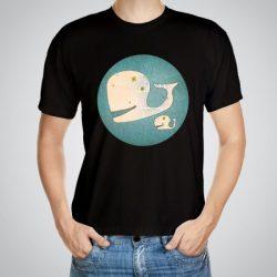 Мъжка тениска Два кита e изработена от висококачествен памук с ярки цветове и прецизен детайл – сякаш някой е рисувал с четка и бои върху плата.