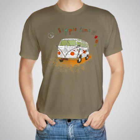 Мъжка тениска Хипи бус e изработена от висококачествен памук с ярки цветове и прецизен детайл – сякаш някой е рисувал с четка и бои върху плата.