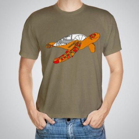 Мъжка тениска Костенуркаe изработена от висококачествен памук с ярки цветове и прецизен детайл – сякаш някой е рисувал с четка и бои върху плата.