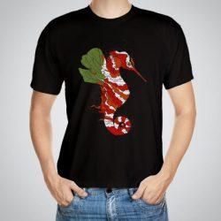 Мъжка тениска Морско конче e изработена от висококачествен памук с ярки цветове и прецизен детайл – сякаш някой е рисувал с четка и бои върху плата.