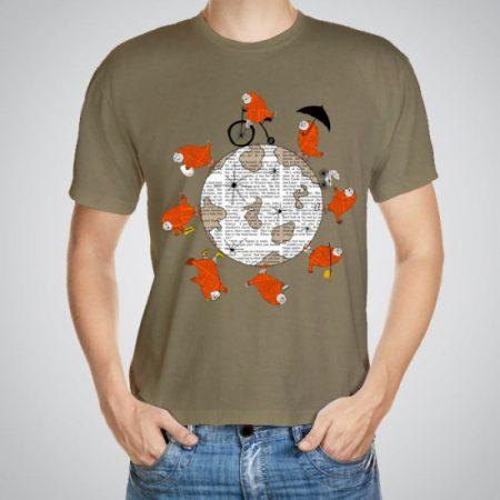 Мъжка тениска Около Света e изработена от висококачествен памук с ярки цветове и прецизен детайл – сякаш някой е рисувал с четка и бои върху плата.