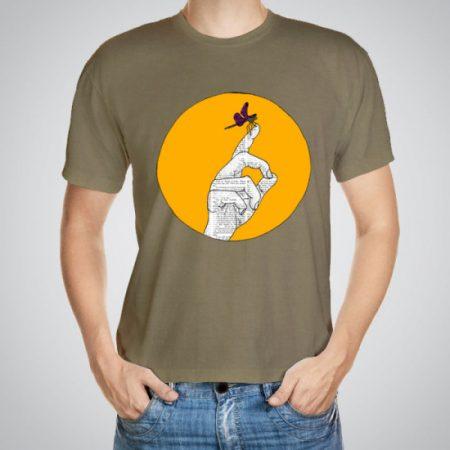 Мъжка тениска Пеперудка e изработена от висококачествен памук с ярки цветове и прецизен детайл – сякаш някой е рисувал с четка и бои върху плата.