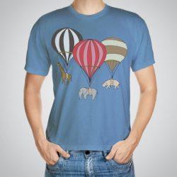 Мъжка тениска Трио e изработена от висококачествен памук с ярки цветове и прецизен детайл – сякаш някой е рисувал с четка и бои върху плата.